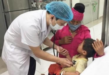 Cứu sống cháu bé 2 tuổi nguy kịch vì uống nhầm hóa chất độc