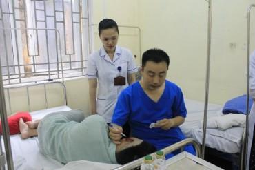 Bệnh viện E: Tái tạo vành tai thành công cho một bệnh nhân bị bạn cắn đứt tai