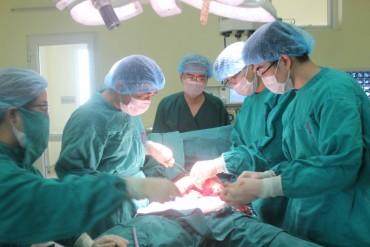 Phẫu thuật bóc thành công khối u nặng 10kg trong ổ bụng bệnh nhân