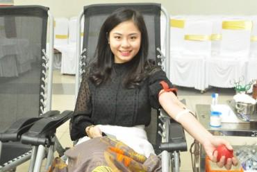 Hơn 450 cán bộ, công nhân viên chức lao động tham gia hiến máu tình nguyện