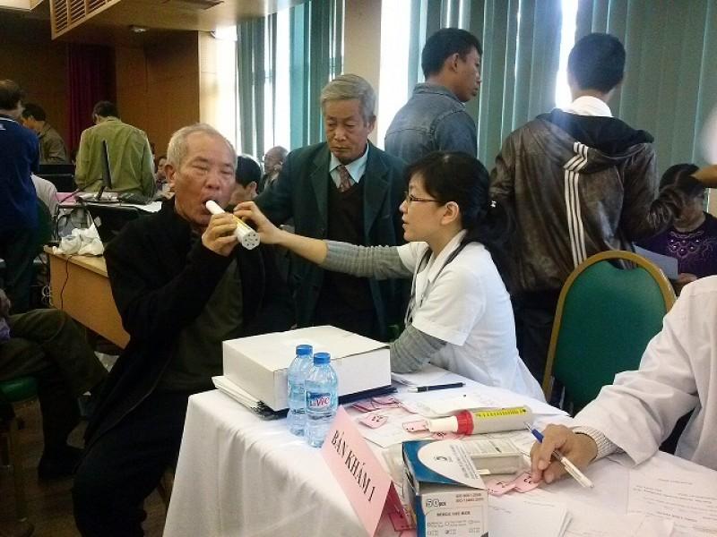 Khám, tư vấn và phát thuốc miễn phí cho bệnh nhân bệnh phổi tắc nghẽn mạn tính