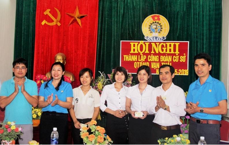 Thành lập công đoàn cơ sở quỹ tín dụng nhân dân xã Vạn Thái