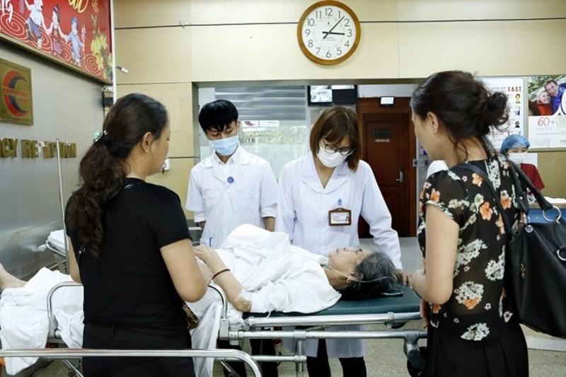 Bệnh viện Bạch Mai: Số bệnh nhân nhập viện tăng nhẹ trong đợt nắng nóng