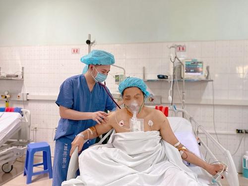 Cứu sống người phụ nữ bị đạn bắn xuyên tim