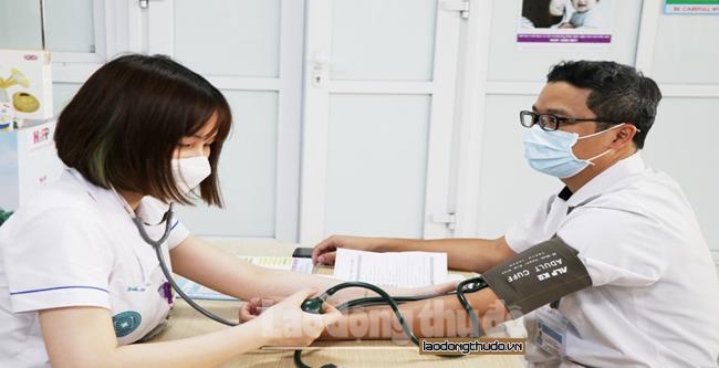 Gần 500 nhân viên y tế được  tiêm vắc xin phòng Covid-19