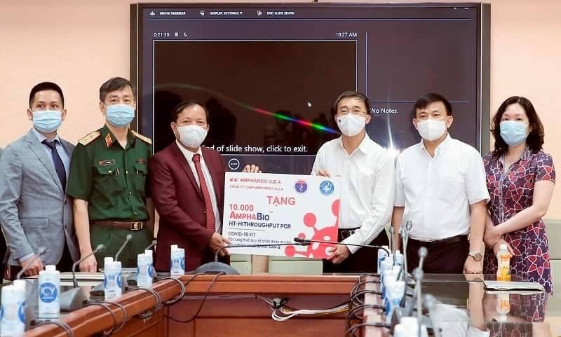 Bộ Y tế tiếp nhận 10.000 bộ kit xét nghiệm Covid-19 hỗ trợ phòng, chống dịch