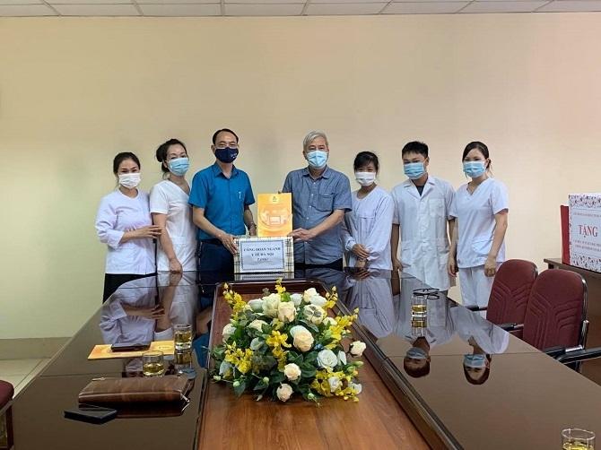 Công đoàn ngành Y tế Hà Nội thăm, tặng quà CDC Hà Nội