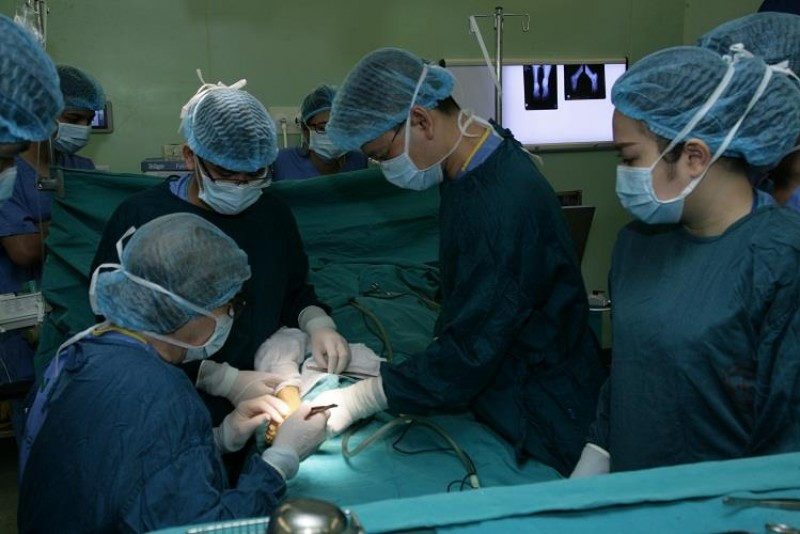 Phẫu thuật miễn phí cho 20 trẻ khuyết tật vận động
