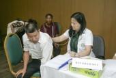 Gần 400 người dân được khám, tư vấn và phát thuốc miễn phí