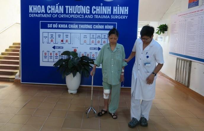Thay khớp gối thành công cho bệnh nhân 56 tuổi