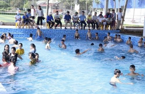 Chương Mỹ: Khai mạc lớp phổ cập bơi hè 2019