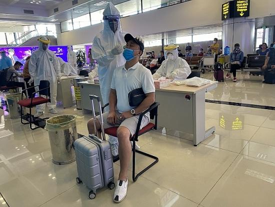 Hà Nội: Phân luồng riêng, xét nghiệm ngẫu nhiên người về từ thành phố Hồ Chí Minh