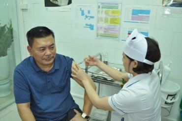 Bệnh viện Bạch Mai: Khai trương phòng tư vấn và tiêm chủng vắc xin