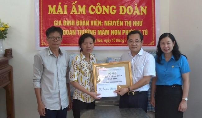 LĐLĐ huyện Ứng Hòa bàn giao 'Mái ấm công đoàn' cho đoàn viên