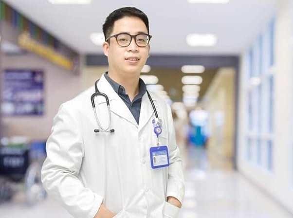 Nhập viện gấp sau 2 đợt tự ý mua kháng sinh điều trị