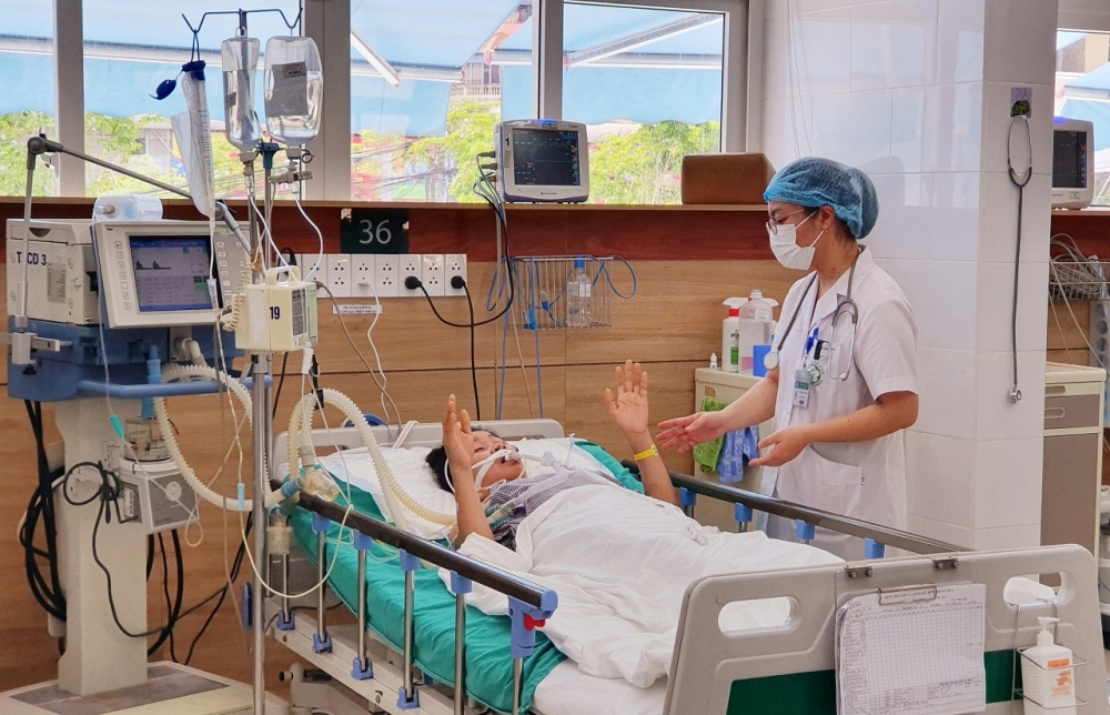 Mùa hè gia tăng bệnh nhân bị rắn cắn phải nhập viện