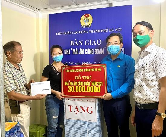 """Trao hỗ trợ """"Mái ấm Công đoàn"""" cho đoàn viên Công đoàn ngành Y tế Hà Nội"""
