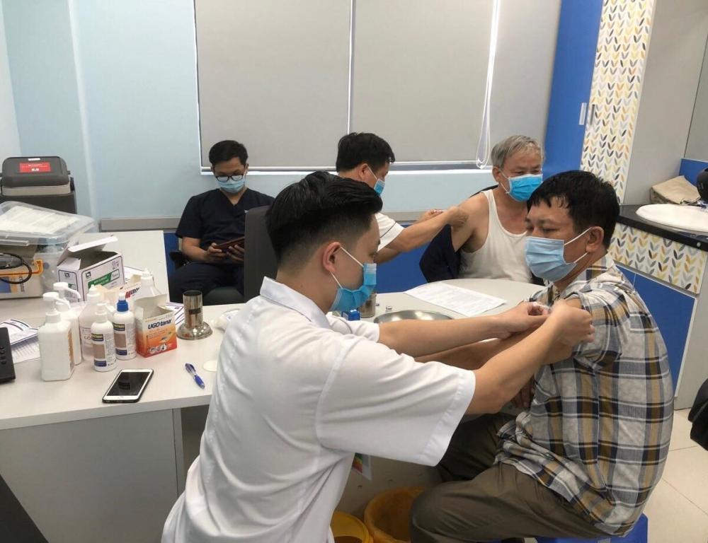 Hà Nội phân bổ 3 loại vắc xin phòng Covid-19 cho 30 quận, huyện, thị xã