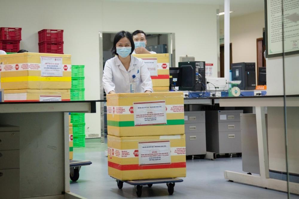 1.000 đơn vị máu được chuyển từ Hà Nội vào thành phố Hồ Chí Minh chống dịch Covid-19