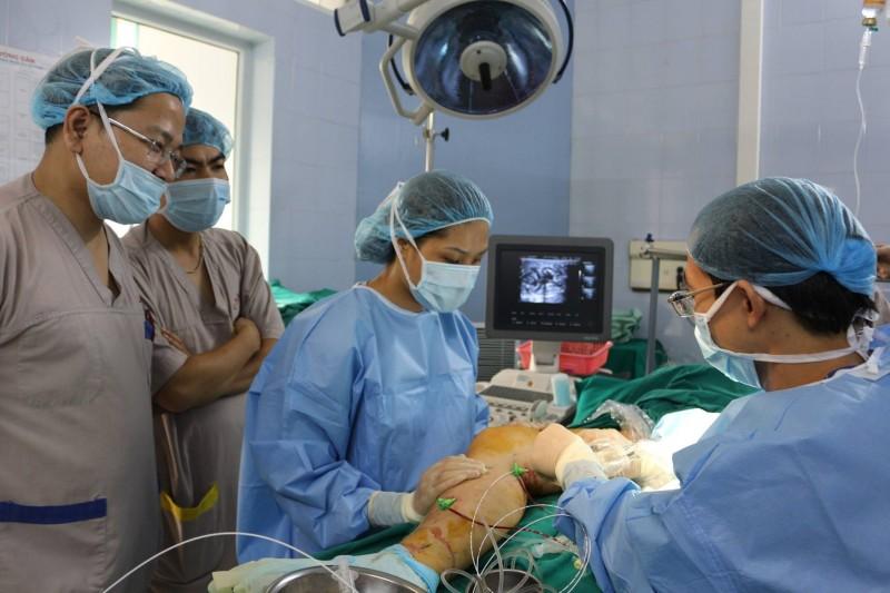 Lần đầu tiên điều trị suy tĩnh mạch chi dưới bằng Laser và sóng cao tần