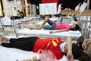 Trưng dụng Hội trường bệnh viện thành phòng điều trị sốt xuất huyết