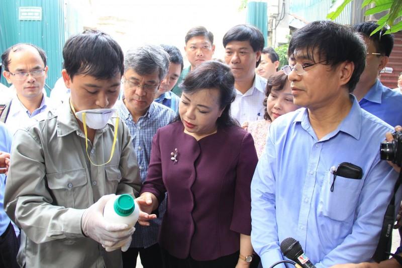 Bộ trưởng Bộ Y tế thị sát về chống dịch sốt xuất huyết ở quận Tây Hồ