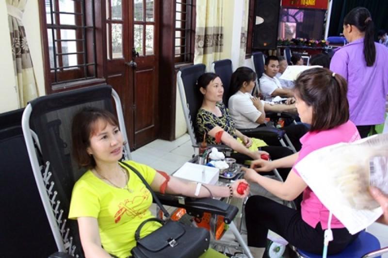 Hơn 400 người tham gia 'Sẻ giọt máu đào, trao niềm hy vọng'