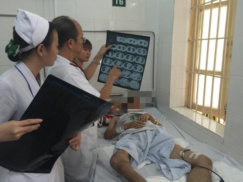 Kiên trì cứu sống bệnh nhân mắc bệnh Whitmore nguy kịch