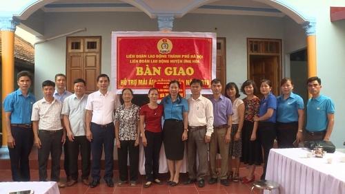 LĐLĐ huyện Ứng Hòa: Bàn giao kinh phí xây dựng 3 Mái ấm Công đoàn cho đoàn viên