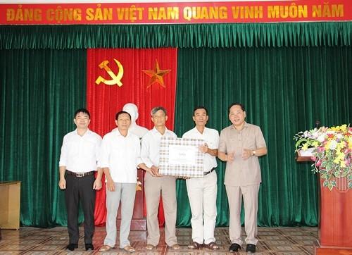 huyen chuong my tham tang qua co so cach mang nguoi co cong tieu bieu