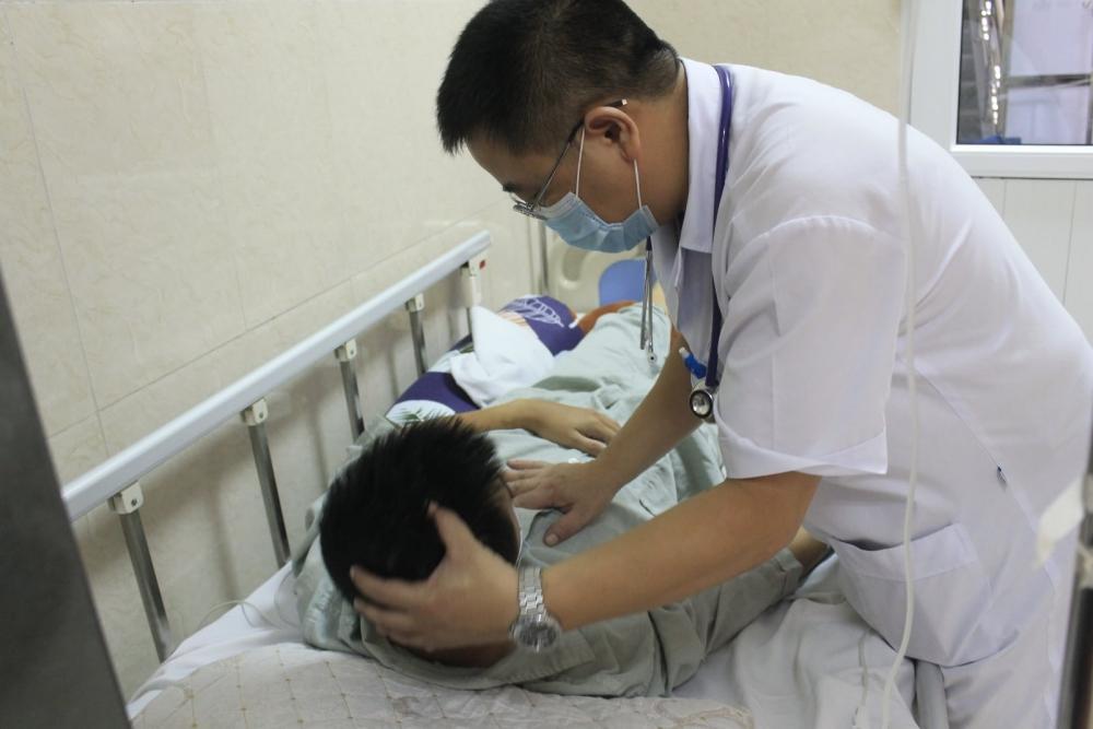 Thanh niên bị hôn mê sau khi ăn tiết canh lợn