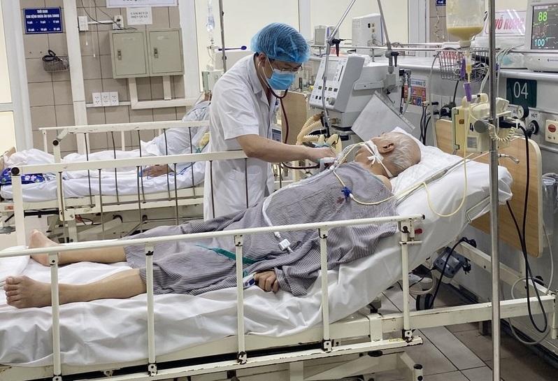 Liệt hoàn toàn cơ, thở máy nguy kịch do ngộ độc Pate Minh Chay