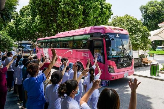 Gần 200 cán bộ y tế Bệnh viện Bạch Mai lên đường chi viện cho thành phố Hồ Chí Minh