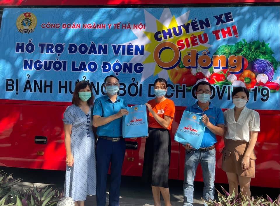 """Công đoàn ngành Y tế Hà Nội trao 568 """"Túi An sinh Công đoàn"""" cho người lao động"""