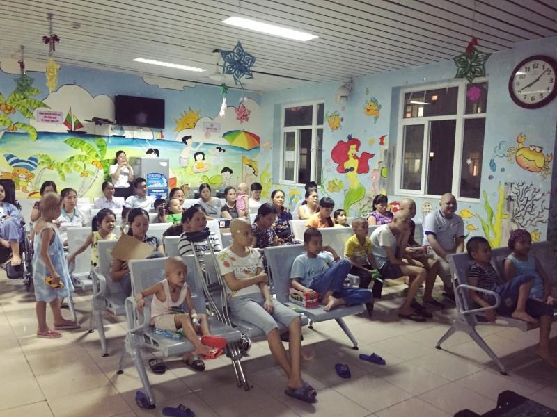 Bệnh viện K:  'Rạp chiếu phim' thu nhỏ dành riêng cho bệnh nhi
