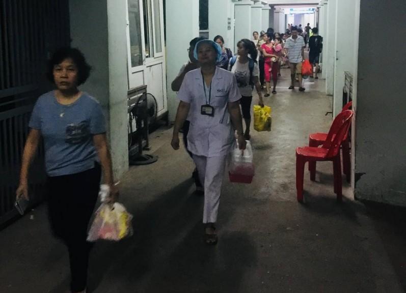 Chủ động sơ tán bệnh nhân gần khu vực cháy