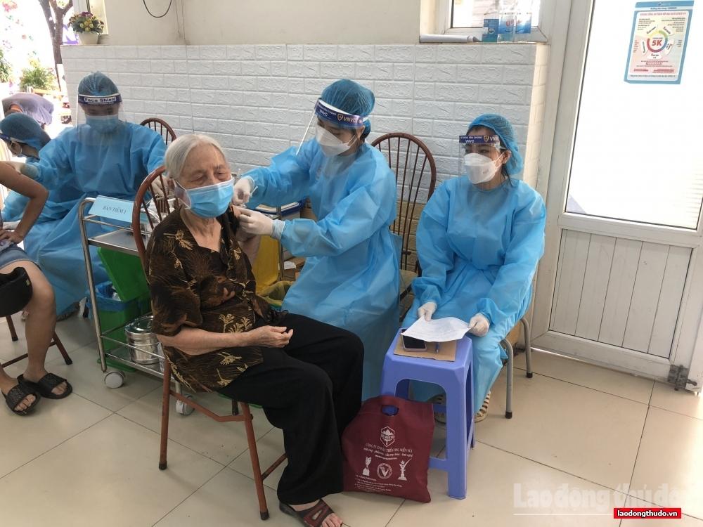 Hà Nội: Ứng trực 24/24/7, tập trung cao nhất cho xét nghiệm và tiêm vắc xin diện rộng