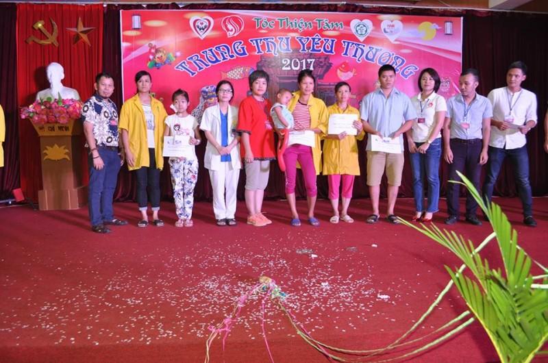 Bệnh viện Bạch Mai: Tổ chức 'Trung thu yêu thương' cho bệnh nhi