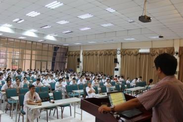Bệnh viện E tập huấn quy tắc ứng xử cho nhân viên y tế