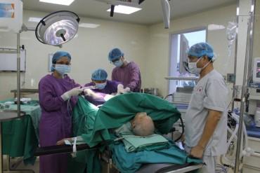 Phẫu thuật thành công cho bệnh nhân 104 tuổi bị u tuyến tiền liệt