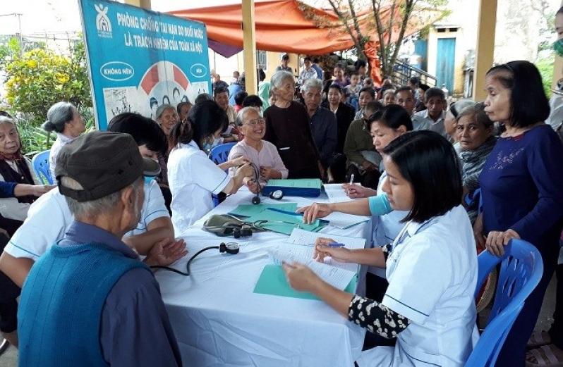 Khám sức khỏe và cấp thuốc miễn phí cho hơn 1000 người cao tuổi, người khuyết tật