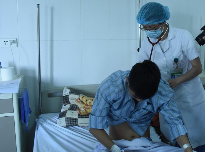 Suy hô hấp, tràn khí màng phổi vì giun sán