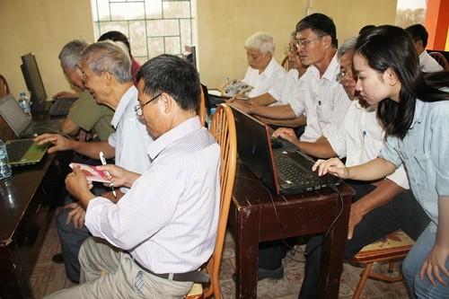 Khai giảng lớp dạy tin học miễn phí cho người cao tuổi