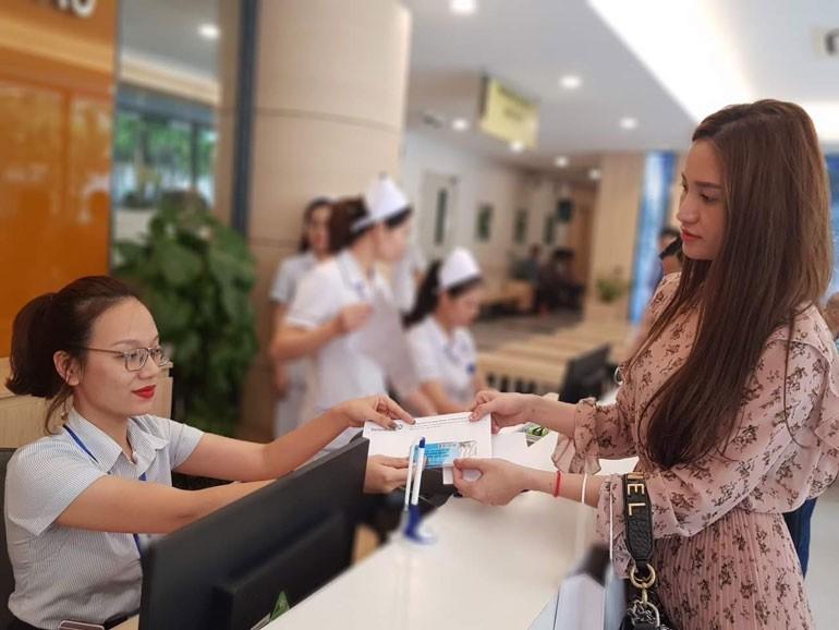 Bệnh viện công đầu tiên của Hà Nội thanh toán viện phí không dùng tiền mặt