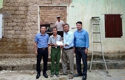 """Trích quỹ """"hạt thóc vàng"""" hỗ trợ hội viên nghèo xây nhà"""