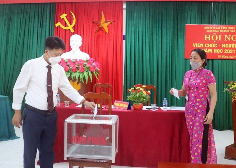 Tổ chức Hội nghị viên chức - người lao động năm học 2021-2022