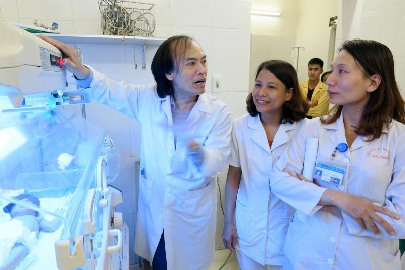Tập huấn chăm sóc trẻ đẻ non và phòng chống nhiễm khuẩn sơ sinh