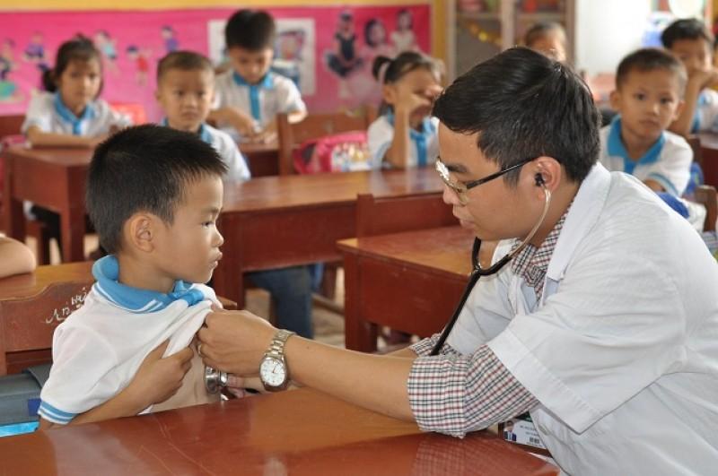 Hơn 350 học sinh được khám sàng lọc tim bẩm sinh