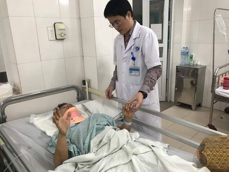 Bệnh viện Xanh Pôn: Cứu sống bệnh nhân bị trật đốt sống cổ hiếm gặp