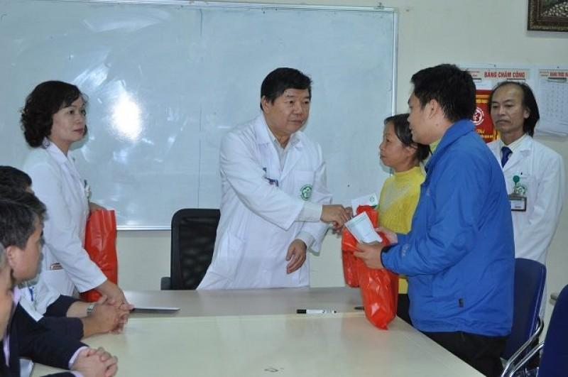 2 trẻ sơ sinh được chuyển về từ Bệnh viện Sản Nhi Bắc Ninh đã tự bú được